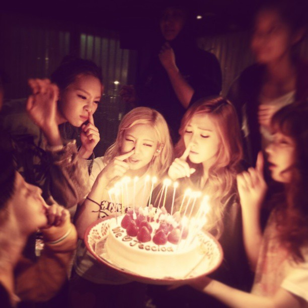 130418 Taeyeon Instagram Update with Jessica's Birthday